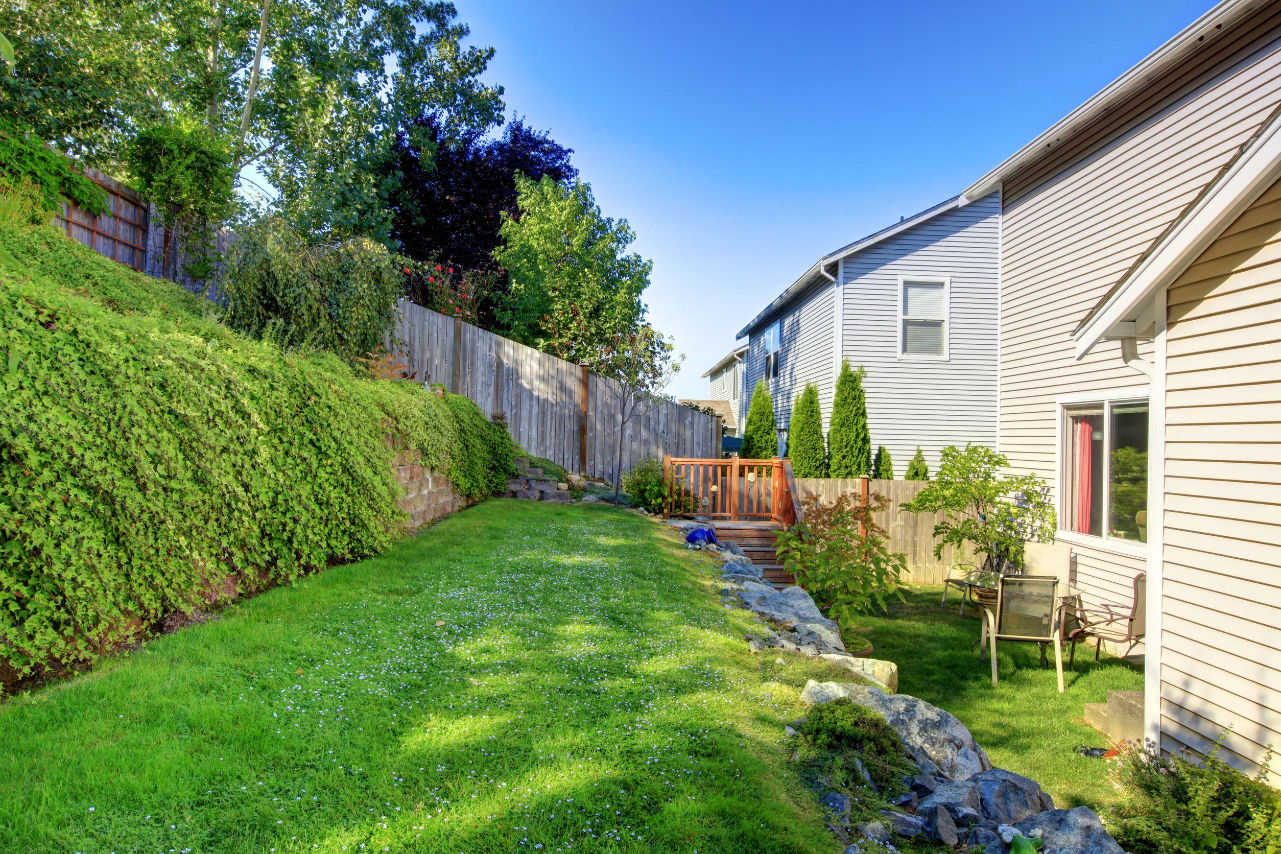 Les limites de votre jardin stylovert - Limite de propriete cloture ...